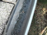 Gutter with granules
